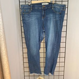 Torrid jeans with frayed leg detail NWOT sz 22